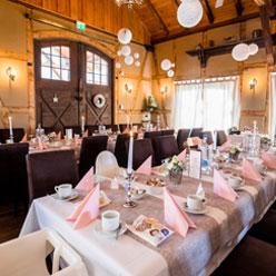 Sagen sie selbst: Wo in Erfurt finden sie einen so schönen, geräumigen und klimatisierten Raum für ihre Heirat wie unsere Feierscheune