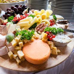 Wenn es ein Buffet zu Ihrer Hochzeitsfeier in Erfurt sein darf, sollte eine Käseplatte nicht fehlen